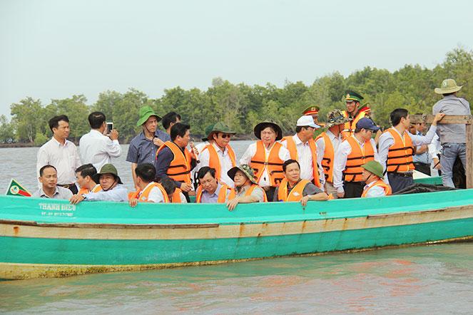 Phó Chủ tịch Quốc hội Phùng Quốc Hiển thăm và làm việc tại Cà Mau